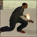 Carl Johnson con un Coctel de Molotov.png