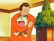 EP512 Giovanni abrazando a Meowth