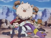 Archivo:EP025 Primeape y Team Rocket.jpg