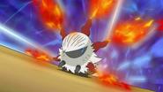 EP703 Larvesta expulsando llamas