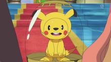EP885 Chespin disfrazado de Pikachu.png