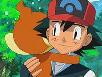 Archivo:EP522 Chimchar abrazando a Ash.png