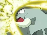 Archivo:EP433 Pikachu usando placaje eléctrico sobre Donphan.png