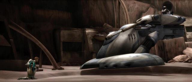 Archivo:TX-20 targets Obi-Wan and Numa.jpg