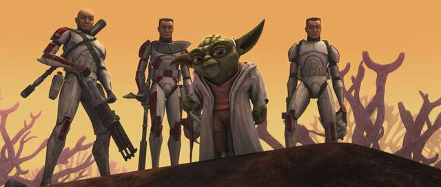 Archivo:Ambush Yoda clones.jpg