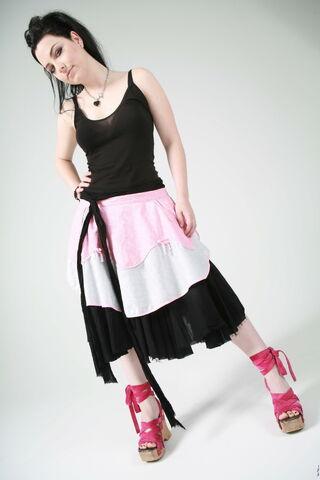 File:Evanescence-2daypix.com-381.jpg
