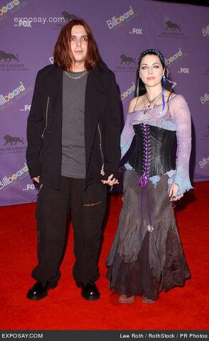 File:Amy-lee-2003-billboard-music-awards-arrivals-KqQD11.jpg