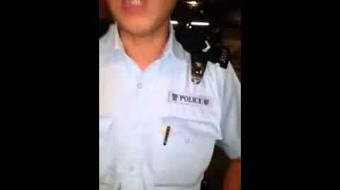 2015-09-09 上海街抄牌引發不滿 紅Van司機拍攝遭警員阻止