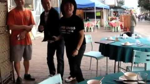 A woman missed her shark fin soup in Hong Kong 我要食魚翅呀