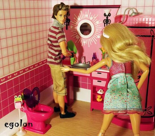 File:Yes, this also happens in the dollie world..jpg