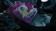S02E11-PraxFindsMeiBackpack