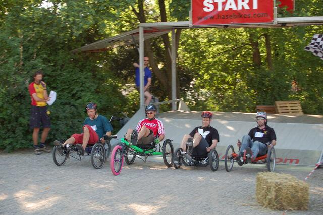 Datei:Spezialradmesse 2007 Start Trikerennen.jpg