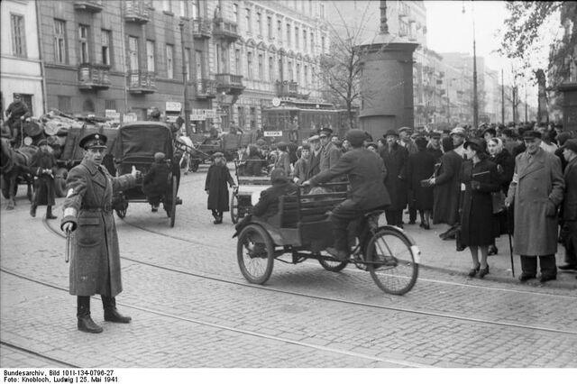 Datei:Bundesarchiv Bild 101I-134-0796-27, Polen, Ghetto Warschau, Ghettopolizist.jpg