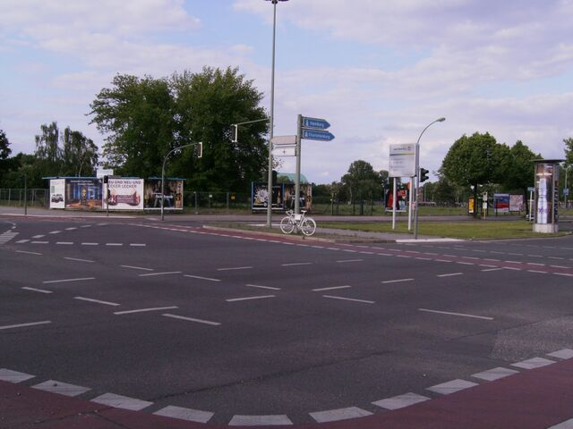 Datei:Ghost bike - Nonnendammallee-2.jpg