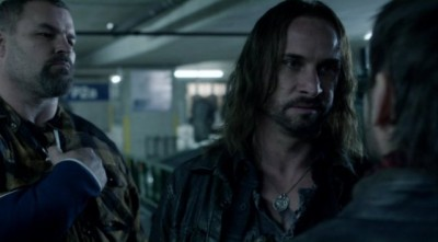 File:Falling-Skies-S2x10-Pope-shares-words-with-Tector-400x221.jpg