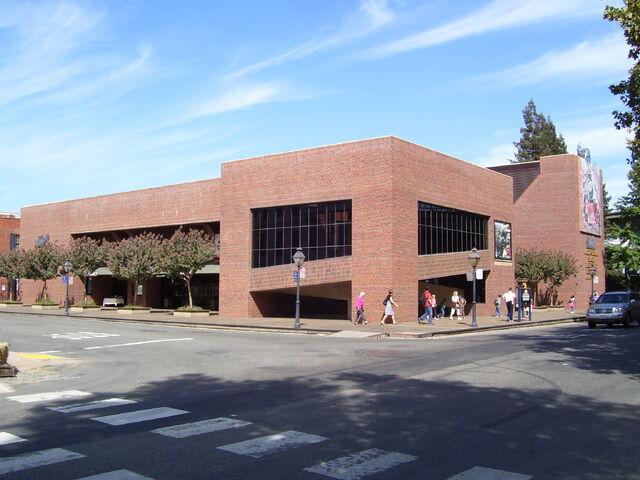File:California State Railroad Museum in Sacramento.jpg