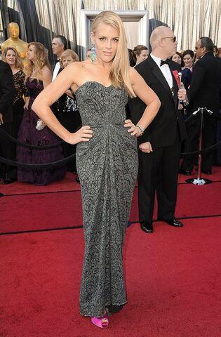 File:BusyPhillips-Oscars2012-jpg 015703.jpeg