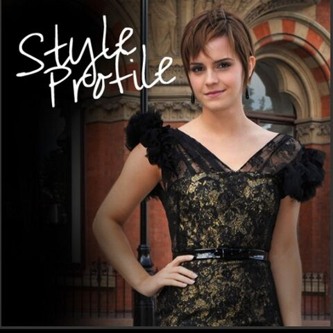File:2011-Emma-Watson-Fashion-Style-in-Elegant-Black-Lace-Dress-for-Harry-Potter-Photocall.jpg