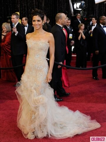 File:Best-Dressed-at-the-2011-Oscars-435x580.jpeg