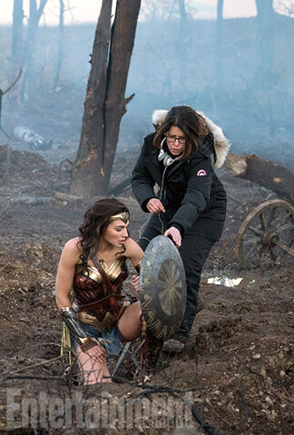 File:Wonder-Woman-Gal-Gadot-Patty-Jenkins-5.jpg
