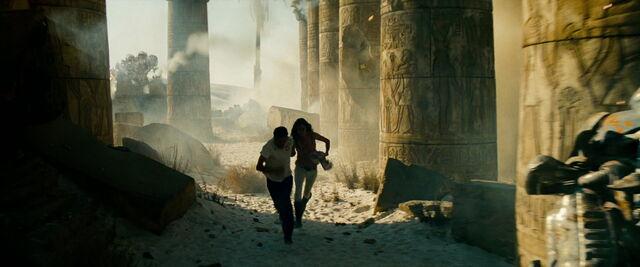 File:Transformers-revenge-movie-screencaps.com-15159.jpg