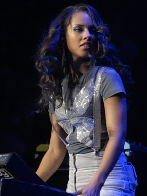 File:Alicia keys live 15 300x400.jpg