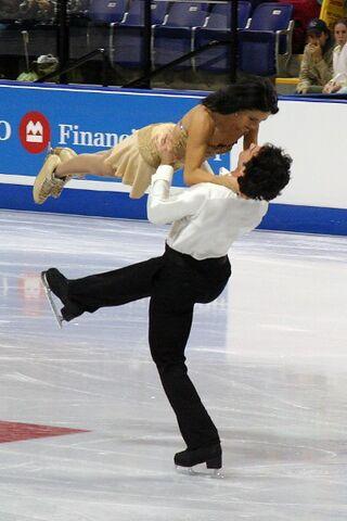 File:Dubreuil & Lauzon Lift - 2006 Skate Canada.jpg