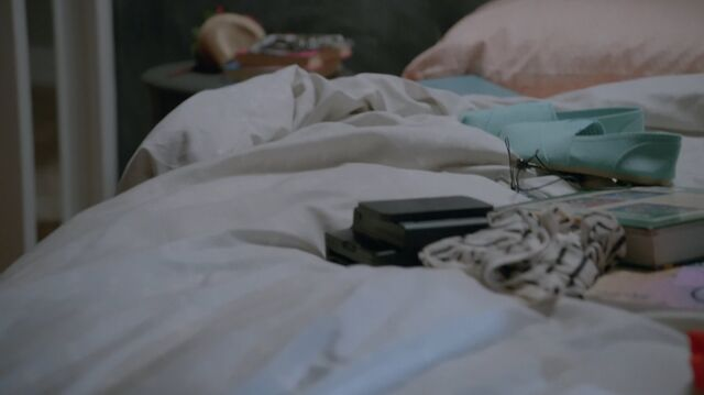 File:1x02 57 Carter's bed.jpg