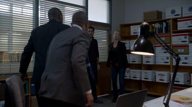 File:1x02 66 FBI, Kyle, Elizabeth.jpg
