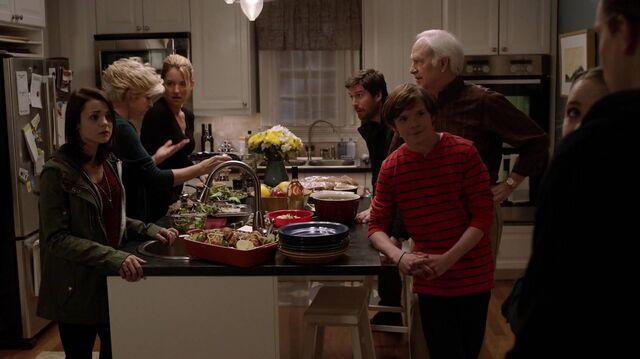 File:2x01 118 Carter, Joan, Elizabeth, David, Buddy, Grant, Taylor, Max.jpg
