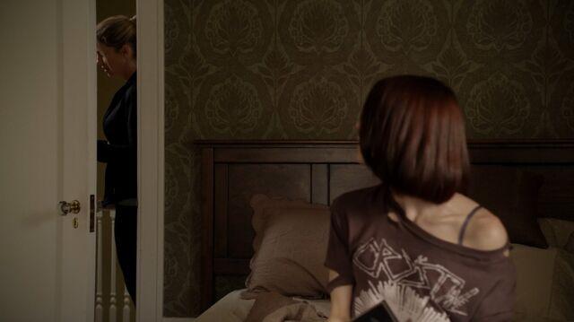 File:1x01 35 Elizabeth, Carter.jpg