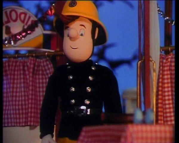 File:Młodszy strażak Sam Peyton.JPG