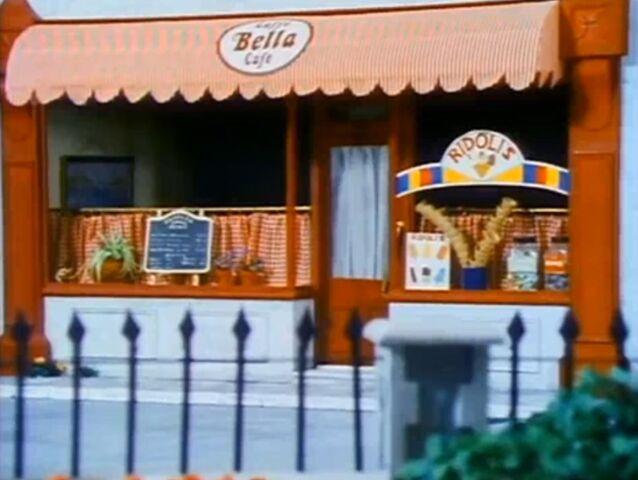 File:Bella's café.jpg