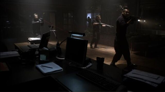 File:1x22 Hitmen Approach.jpg
