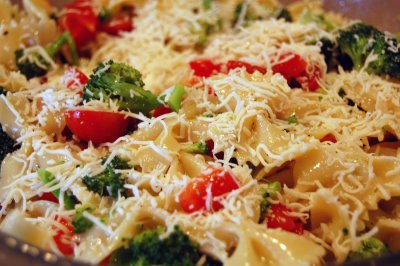 File:Pasta salad done close.jpg