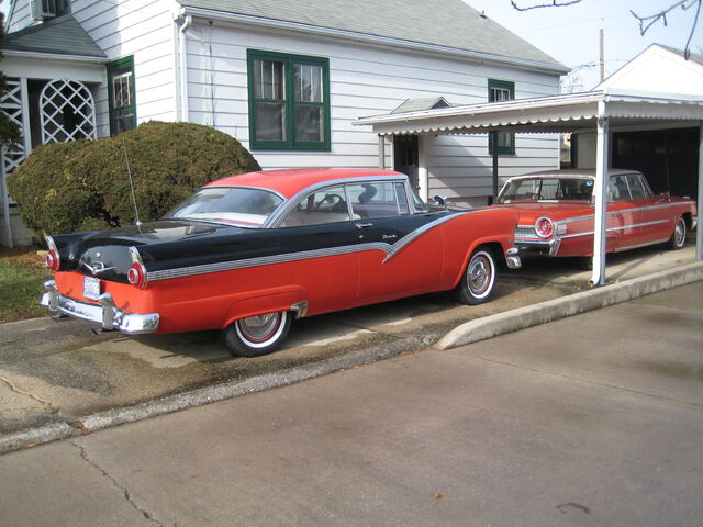File:Red Fords.jpg