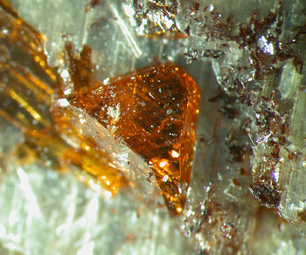 File:Rusteen-crystal2.jpg