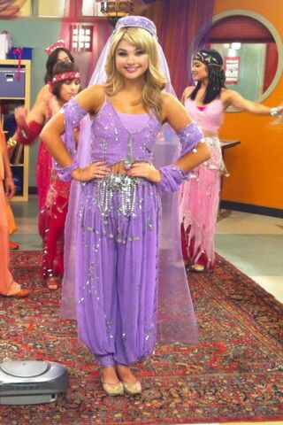 File:Stefanie scott twitter pic ant farm costume from the antagonist 3EjEz6a.sized.jpg