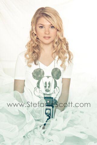File:Stefanie scott photoshoot4 Z5jT3lp.sized.jpg
