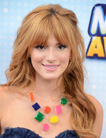 File:Bella-thorne-1388761072.jpg
