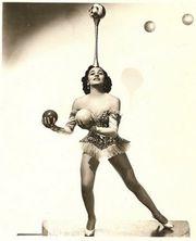Fichier:Lottie Brunn Juggling.jpg