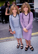 Mary-Kate-Ashley-Olsen-stars-childhood-pictures-3278410-356-500