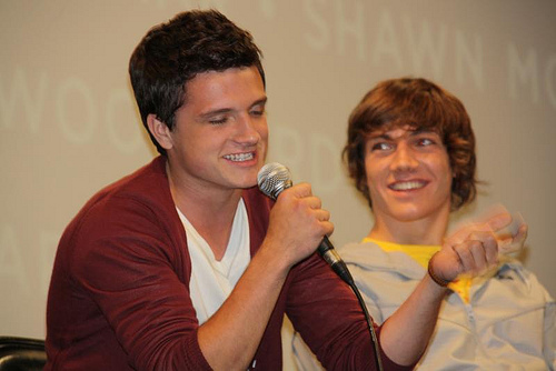 File:Josh Hutcherson and Chris Massoglia of CIRQUE DU FREAK- VAMPIRE'S ASSISTANT.jpg
