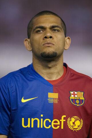 Arquivo:Daniel+Alves+Barcelona+v+Athletic+Bilbao+Copa+RtWKtlFGYssl.jpg