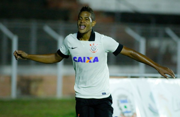 Arquivo:Ze Paulo comemorando o Gol pelo Corinthians.jpg
