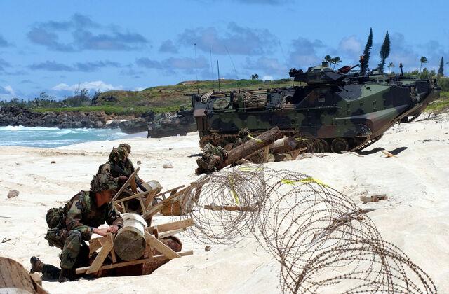 File:USMC beach landing RIMPAC 2004.jpg