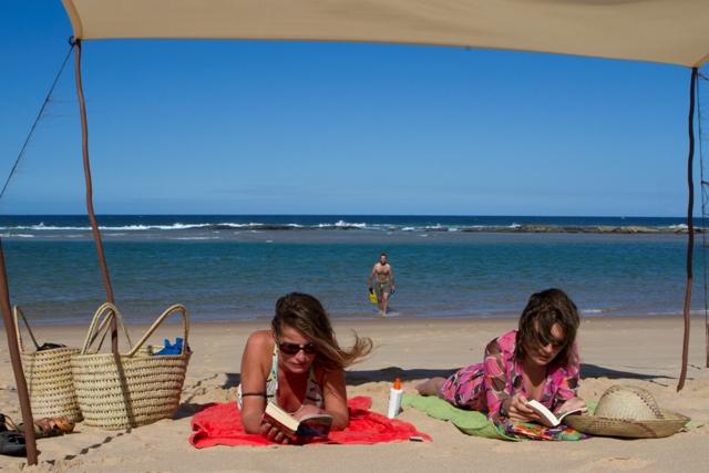 File:La plage aux dunes de Dovela - 2012-04-28 - 75154574.jpg