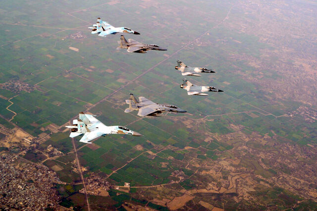 File:A Pair of Su-30K, Mirage 2000 and USAF F-15s during Cope India 2004.JPG