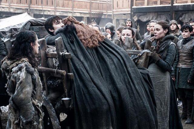 File:Sansa-and-bran-stark-reunite.jpg