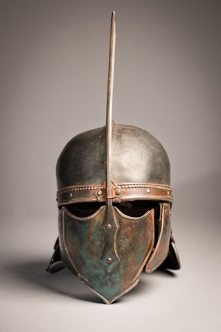 File:Unsullied helmet behind the scenes 1.jpg